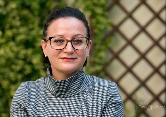 Business portrait of Angela. Pic 11