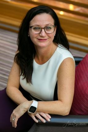 Business portrait of Angela. Pic 4