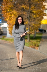 Business portrait of Angela. Pic 8